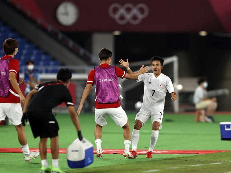 ญี่ปุ่น ผ่านฉลุย ฟุตบอลโอลิมปิก 2020 ถล่มฝรั่งเศสยับเยิน 4-0